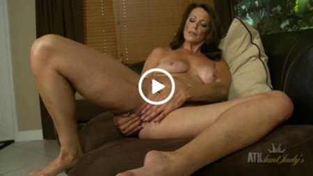 aunt-judys-milf-fingering-her-pussy-video