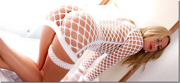 aunt-judys-sara-in-her-fishnet-bodysuit